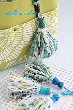 atelier Ant キータッセル:summer 海の色から Making Tassels, How To Make Tassels, Crafts To Make, Arts And Crafts, Diy Crafts, Craft Images, Diy Tassel, Passementerie, Thread Crochet
