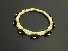 I found the pattern !  Bracelet Puca Tutorial - thanks to all that helped me ! http://perlitasbellas.blogspot.it/search/label/Tutorial