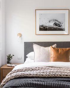 Grey Headboard Bedroom Ideas Best Of 35 Masculine Bedroom Ideas & Inspirations Home Design, Home Interior Design, Bedroom Colors, Bedroom Decor, Bedroom Ideas, Wall Decor, Decor Room, Gray Upholstered Headboard, Urban Decor