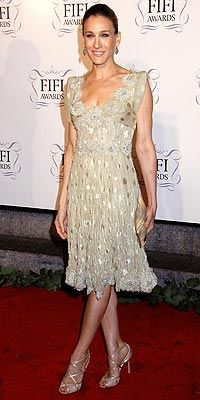 Who made Sarah Jessica Parker's tan dress that she wore at a fragrance awards show in New York City?