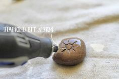 Rock Carving with a Dremel - using a silicon carbide grinding stone tip