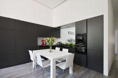 Bijzonder design: in deze keuken kijk je uit op de slaapkamer - Roomed