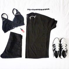 Black is still popular in hot summer weather ✌️/ Bra: aero; shorts & shoes: f21; top: hm