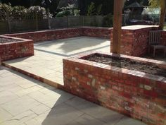 Raised garden beds (brick) with flag patio Raised Garden Planters, Raised Patio, Raised Garden Beds, Small Courtyard Gardens, Small Courtyards, Outdoor Gardens, Garden Design Plans, Backyard Garden Design, Fire Pit Landscaping