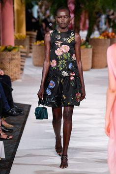 Oscar de la Renta Spring 2020 Ready-to-Wear Fashion Show - Vogue Fashion Week, Fashion 2020, New York Fashion, Spring Fashion, Fashion Show, Womens Fashion, Runway Fashion, Fashion Trends, Vogue India
