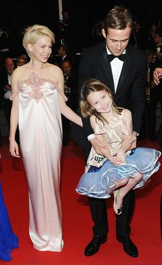 Sighhhh, so cute:) Ryan Gosling with his costars Michelle Williams and adorable Faith Wladyka