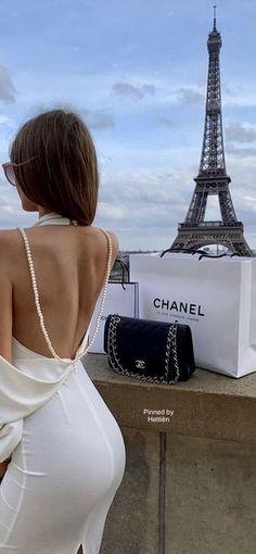 Luxury Lifestyle Women, Paris Girl, Chanel Fashion, Paris Fashion, Parisian Chic, Rich Girl, Simple Elegance, Street Chic, Paris France