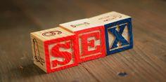 Negativa, alejada de la realidad, con un fuerte sesgo heterosexual y demasiado técnica (ignora el placer i el deseo). Estas son las características que definen principalmente la educación sexual en secundaria, según un nuevo estudio publicado en la revista 'BMJ Open'.