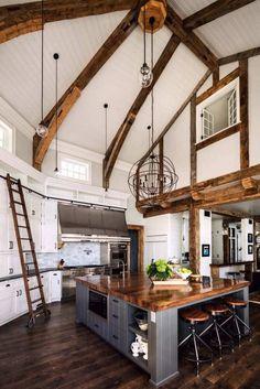 déco style chalet moderne à touches cottage- cuisine à double hauteur sous plafond