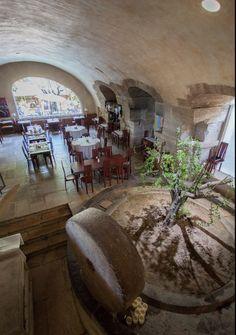 Salle de restaurant du Moulin de Lourmarin #edouardloubet #maisonsedouardloubet #lemoulindelourmarin #luberon #myluberon #destinationluberon #provence