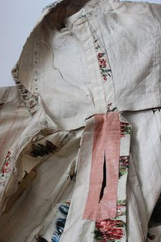 Met Museum 18th Century Sacque Back Gown Brocade Harp Floral Pattern 1750 1780 | eBay - The pocket slit in the side seam is reinforced with another fabric!