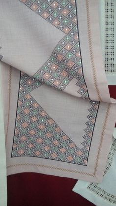 Bargello, Tablecloths, Blackwork, Diy And Crafts, Beading, Cross Stitch, Quilts, Embroidery, Hardanger