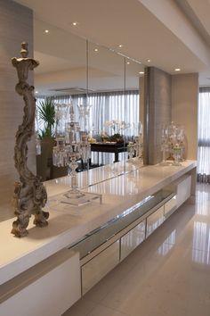 Sofisticação pura!!! Espelhos para dar requinte e ampliar o ambiente! !!