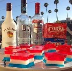 THE 4TH OF JULY JELLOSHOTS - Style Estate - Instructions Here ~ http://blog.styleestate.com/style-estate-blog/the-4th-of-july-jello-shots.html