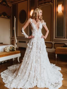 We think real #GLBride Alexandra Van Kamp looks royal perfection in the romantic #Arabella from Le Secret Royal collection. #RegalWedding #RoyalWedding #GLCouture #GaliaLahav #WeddingDress #LaceWeddingDress #Weddings #WeddingGown