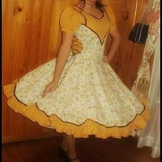 I love her full skirt Clogs Outfit, Fashion Dresses, Two Piece Skirt Set, Petticoats, Gowns, Womens Fashion, Skirts, How To Wear, Role Models
