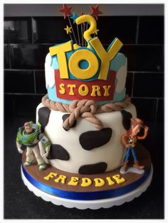 Toy Story cake for a birthday featuring Woody & Buzz Lightyear Fête Toy Story, Bolo Toy Story, Toy Story Theme, Toy Story Cakes, Toy Story Party, Toy Story Birthday Cake, 4th Birthday Cakes, Birthday Ideas, Woody Cake