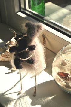 Мышка Фрося, связанна крючком, проволочный каркас.