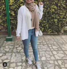 Swans Style is the top online fashion store for women. Hijab Style, Hijab Chic, Casual Hijab Outfit, Casual Summer Outfits, Modern Hijab Fashion, Modest Fashion, Red And White Outfits, Hijab Fashionista, Everyday Outfits
