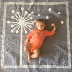I made this quilt for my granddaughter Eloise.   I found a photo of a Dandelion quilt on Pinterest, and loved it!   It's based on that quilt.