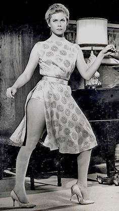 """Elizabeth Montgomery with a """"bewitching"""" visible panty line. Agnes Moorehead, Mary Elizabeth, Vintage Hollywood, Classic Hollywood, Bewitched Elizabeth Montgomery, Robert Montgomery, Barbara Eden, Films Cinema, Actrices Hollywood"""