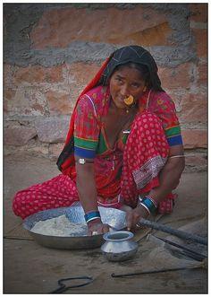 A married Bishnoi woman near Jodhpur making bread (India)
