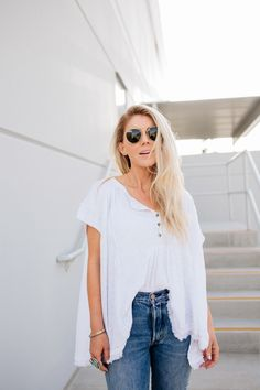 lisa allen of salty lashes wearing a free people top with Levi's for Trunk Club Lisa Allen, Spring Has Sprung, Summer Wardrobe, Summer Ootd, Spring Summer, White Tops, Free People Tops, Lifestyle Blog, Lashes