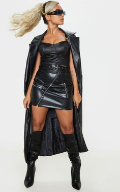 The Petite Black Faux Leather Biker Belted Mini Skirt . Long Leather Coat, Black Faux Leather, Pop Fashion, Fashion Beauty, Womens Fashion, Bustiers, Short Noir, Mini Short, Ripped Girls