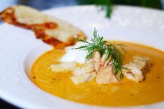 Fisk- & räksoppa med vitlöksaioli   Catarina Königs matblogg Seafood Soup, Fish And Seafood, Soup Recipes, Healthy Recipes, Healthy Food, Incredible Edibles, Instant Pot, Curry, Good Food