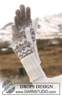 "DROPS gloves in ""Karisma"" with Norwegian pattern. ~ DROPS Design - change to fingerless mittens Crochet Mittens, Fingerless Mittens, Knitted Gloves, Knit Or Crochet, Crochet Granny, Hand Crochet, Drops Design, Knitting Yarn, Free Knitting"