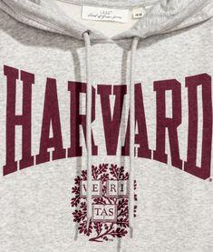 Sweatshirt with a printed design. Lined hood, kangaroo pocket, and ribbing at hood, cuffs, and hem. Harvard University, Harvard Campus, College Aesthetic, Dream School, Prayer Book, Ivy League, H&m Online, Medical School, Study Motivation