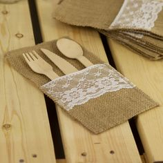 Burlap Cutlery Holder / Pouch. NZ's #1 retailer of wedding & events supplies. Price beat guarentee. Check out the full range here...