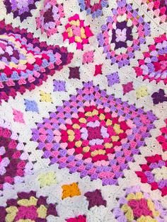 Ravelry: Shabby Chic Granny Square Throw pattern by Leonie Morgan