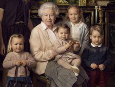 Alors que l'on découvrait hier une nouvelle photo du petit George, avec la reine Elizabeth II, qui fête ses 90 ans ce jeudi 21 avril, on apprend que Buckingham...