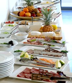 Ideas Breakfast Buffet Presentation Mornings For 2019 Breakfast At Tiffany's Movie, Hotel Breakfast, Breakfast For Dinner, Breakfast Buffet Table, Breakfast Bar Kitchen, Food Buffet, European Breakfast, Hotel Buffet, Tapas