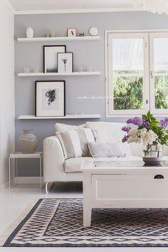 Saa Kurkistaa - Sisustusblogi: Scandinavian home/livingroom. Grey wall.