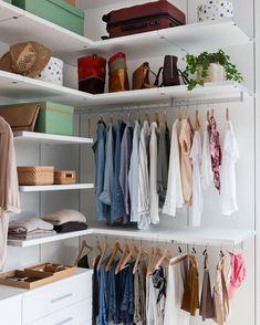 ¿Cómo guardas las camisetas? ¿Colgadas, en pilas, dobladas? Haz el test del link... testdeco ,armarioenorden ,orden ,armario ,decoracion ,decoration ,elmueble