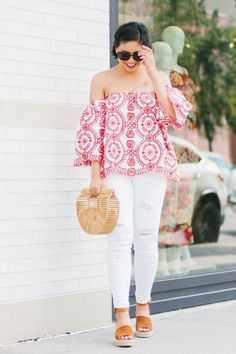 The most unique and beautiful off the shoulder top for the summer. Embroidered Off the Shoulder Top, Cult Gaia Ark Bag, White jeans Outfit. White Jeans Outfit, Denim Outfit, Spring Summer Fashion, Spring Outfits, Outfit Posts, Outfit Ideas, White Distressed Jeans, Casual Outfits, Cute Outfits