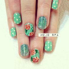 green glittery ombre nails - mojo spa
