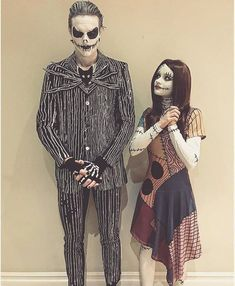 46 Great Halloween Costume Ideas Attending Halloween celebrations with your other half? Then consider a couples Halloween costume. There are so many amazing costumes that can involve the both of you. Halloween Outfits, Different Halloween Costumes, Maske Halloween, Cute Couple Halloween Costumes, Halloween Costume Contest, Creative Halloween Costumes, Halloween Diy, Halloween Makeup, Disney Halloween