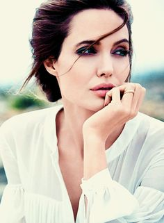 Angelina Jolie Opens Up About Brad Pitt Divorce For The First Time Most Beautiful Women, Beautiful People, Angelina Jolie Style, Actrices Hollywood, Brad Pitt, Woman Crush, Miranda Kerr, Mannequins, Hollywood Actresses