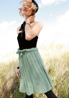 Grüner Faltenrock, stricken mit Rebecca - mein Strickmagazin und ggh-Garn SURI ALPAKA (100% Suri Alpaka). Garnpaket zu Modell 12 aus Rebecca Nr. 51