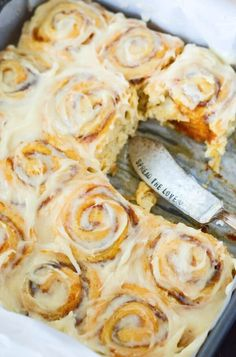 Pumpkin Cinnamon Rolls made in just 30 minutes! Sweet pumpkin cinnamon rolls are made quickly with crescent dough and then covered in a delicious cream cheese frosting! Pumpkin Cinnamon Rolls, Baked Pumpkin, Pumpkin Recipes, Fall Recipes, Sweet Recipes, Spiced Pumpkin, Pumpkin Ideas, Healthy Pumpkin, Pumpkin Spice