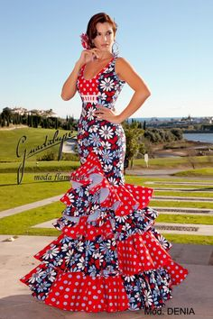 Flamenco Costume, Flamenco Skirt, Flamenco Dancers, Flamenco Dresses, Spanish Dress, Spanish Fashion, Ballroom Dress, Dance Outfits, Floral Maxi Dress
