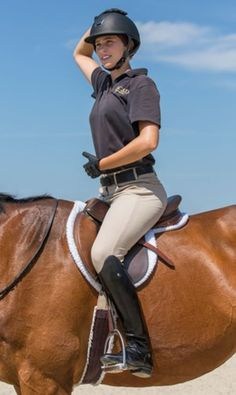 4. Patting your head with one hand while rubbing your stomach with the other is a great coordination test. Again, notice how Kristin's position stays centered and aligned over her feet. | © SCAD
