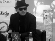 'Con Juan Perro he ido a buscar las fronteras del verso cantado en nuestra lengua'. Santiago Auserón. http://www.spoonful.es/noticia/cultura/musica/'con-juan-perro-he-ido-a-buscar-las-fronteras-del-verso-cantado-en-nuestra-lengua'_20140103212150.html
