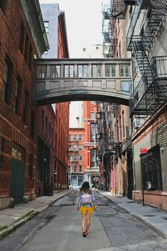 Staple street skybridge + 25 incredible nyc photography spots you shouldn't miss // local adventurer New York City Travel, New Travel, Travel Usa, New York Pictures, New York Photos, New York Photography, Travel Photography, Landscape Photography, Aerial Photography