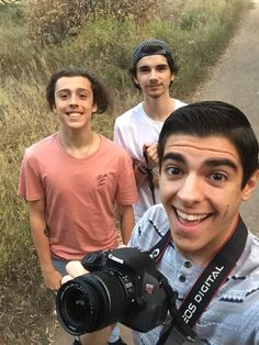 Grapeapplesauce, Privatefearless, and Kiingtong (Sean, Isaac, Will) out taking pictures