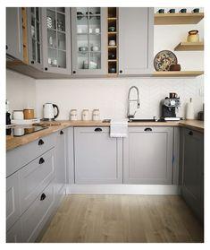 Grey Ikea Kitchen, Black Kitchen Cabinets, Grey Kitchens, Grey Cabinets, Kitchen Redo, Home Kitchens, Kitchen White, Kitchen Backsplash, Ikea Kitchen Remodel