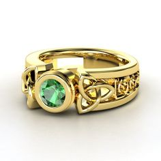 Round Emerald 14 carot Gold Ring - lay_down
